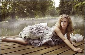À quel âge Emma est-elle devenue la plus jeune célébrité sur la couverture du magazine Teen Vogue ?