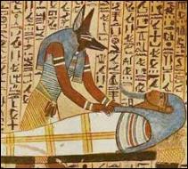 Quelles personnes moururent en masse dans le pays d'Egypte ?