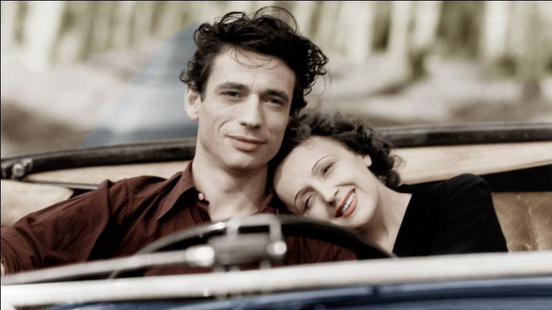 Edith Piaf se produit au Moulin Rouge où elle rencontre un jeune artiste de music-hall. C'est le coup de foudre ! Ensemble, ils tournent le film  Etoile sans lumière . Quelle chanson interprète-t-elle dans ce film et pour qui ?