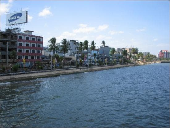 Où est située la ville de Makassar ?