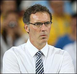 Comment se nomme l'entraîneur du PSG ?