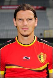 Défenseur central né à Chimay en 1978. Il mesure 1 mètre 96. Il a joué à l'Olympique de Marseille. Qui a remporté la Ligue des Champions en 2013 avec le Bayern Munich ?