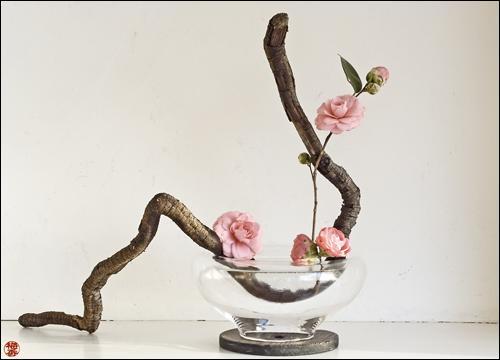 L'ikebana est l'art de la composition ... au Japon.