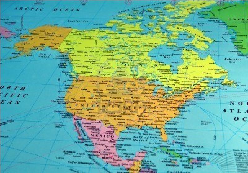Combien d'états et territoires dépendants sont-ils situés en Amérique du Nord dans sa définition traditionnelle ?