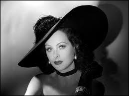 Qu'a inventé Hedy Lamar, sex-symbol hollywoodienne et scientifique brillante, vers 1935 ?