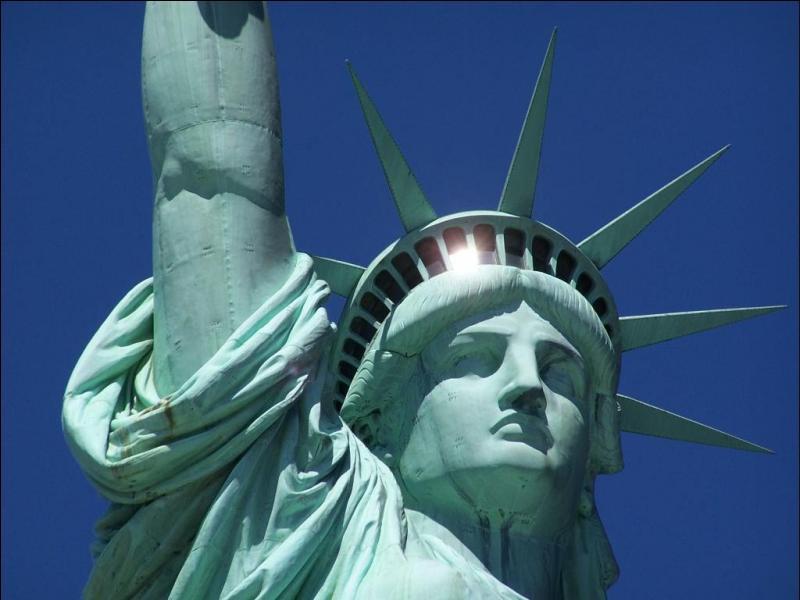 Le cuivre est la matière idéale pour les statues. Comment dit-on  statue en cuivre  en anglais ?