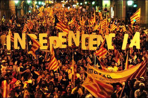 En réaction aux manifestations pour l'indépendance de la Catalogne, quel mouvement refait-il surface en Espagne ces derniers mois ?