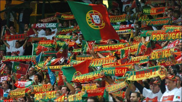 Le Portugal est second de son groupe derrière _________.