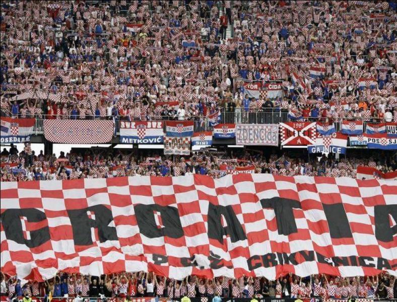 Quelles sont les couleurs de l'équipe de Croatie ?
