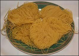 Ce sont des pâtes en forme de fils fins, souvent utilisées dans les potages.