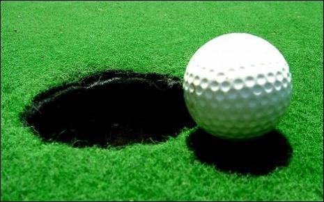 Au Golf, quand on rentre la balle en un seul coup on a réalisé un ...
