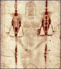 Quel est ce grand mystère où l'on voit le corps de Jésus qui est comme imprimé miraculeusement sur ce linceul ? Il défie les archéologues et l'intelligence humaine car il est impossible que l'image d'un mort apparaisse sur un tissu.
