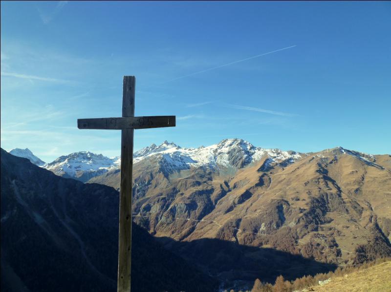 Vous apercevez le fond d'une vallée (val) du Valais. Laquelle (lequel) ?