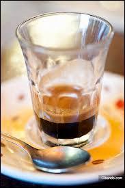 Un espresso fortement pressé et pour lequel on utilise que très peu d'eau.