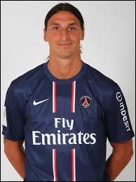 Quel joueur du PSG critique-t-il l'arbitrage français dans son livre ?