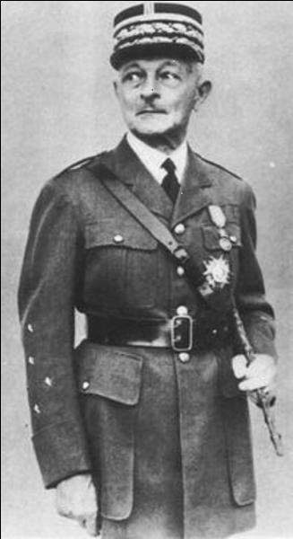 Il est un des rares à avoir compris le danger du régime nazi. Il a également condamné le désarmement français d'avant-guerre avant mai 1940, il avait conçu un plan d'attaque contre l'URSS. Il fut un des « grands de la 1re Guerre mondiale ». Qui est ce personnage ?