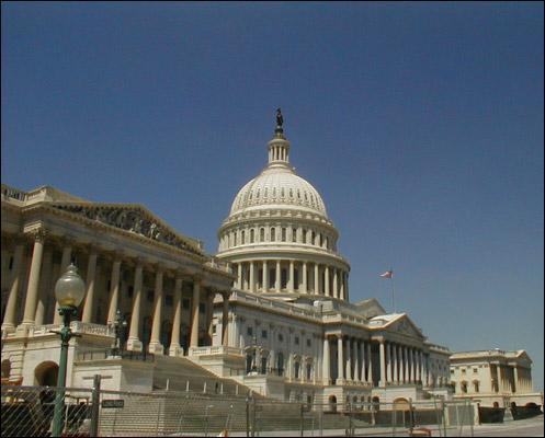 Aux USA, le Capitole est surmonté d'une statue représentant :