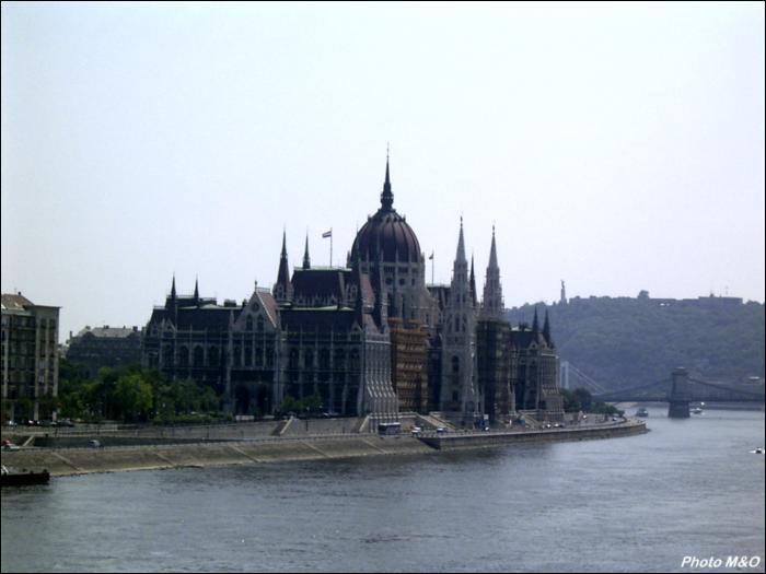 Le plus grand parlement d'Europe se trouve à :