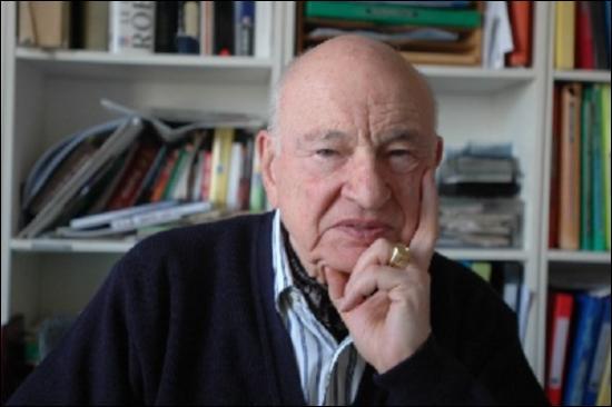 Edgar Morin, sociologue et philosophe français, est l'auteur d'un essai paru en 1990 intitulé  Introduction à la pensée...
