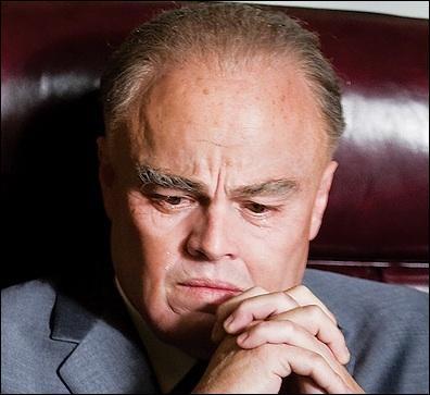 Edgar Hoover fut le premier directeur du FBI, poste qu'il a occupé pendant 48 ans. Un film retraçant sa vie est sorti en France en 2012 avec Léonardo Di Caprio. Qui en est le réalisateur ?