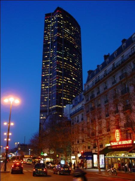 Où se situe, à Paris, la station de métro Edgar Quinet, nommée ainsi en hommage a l'historien français né en 1803 ?