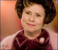 Parlons de cette femme, certainement le plus détestée de la saga : Dolores Ombrage ! Quelles sont ses qualifications et son nom ?