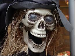 En Irlande, Halloween est une fête très populaire, connue sous le nom de :