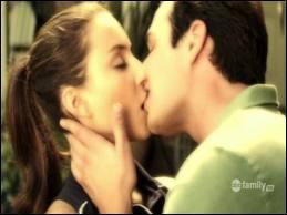 Qui embrasse Spencer sur cette photo ?