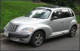 Quel est le nom de cette voiture bizarre ?