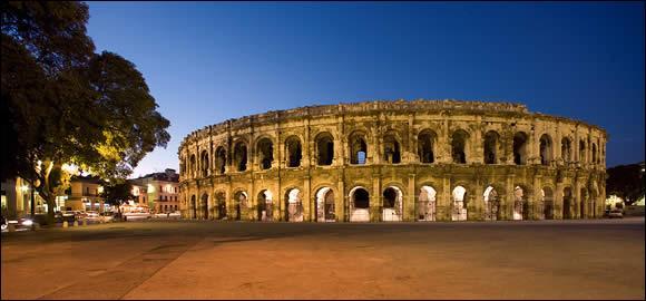 J'ai été fondée par les Romains, j'ai une arène datante de l'époque romaine, je me nommait Nemausus :