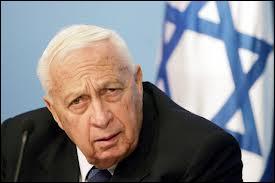 Militaire et homme politique israélien. Premier ministre de 2001 à 2006. Le 2 novembre 2013, Ariel Sharon avait-il déjà rendu l'âme ?
