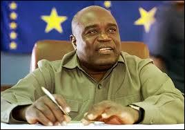 Milicien et homme politique congolais. En 1997, il renverse le régime de Mobutu et se proclame président de la République démocratique du Congo. Le 2 novembre 2013, Laurent-Désiré Kabila avait-il déjà passé l'arme à gauche ?