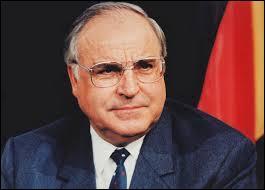 6e chancelier fédéral allemand, de 1982 à 1998. Artisan de la réunification de son pays. Le 2 novembre 2013, Helmut Kohl était-il déjà parti les pieds devant ?