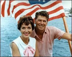 Epouse du 40e président des Etats-Unis. Première dame de 1981 à 1989. Le 2 novembre 2013, Nancy Reagan avait-elle déjà dépoté son géranium ?