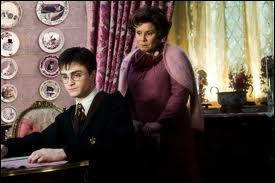 Et à quel cours donne-t-elle une retenue à Harry Potter ?