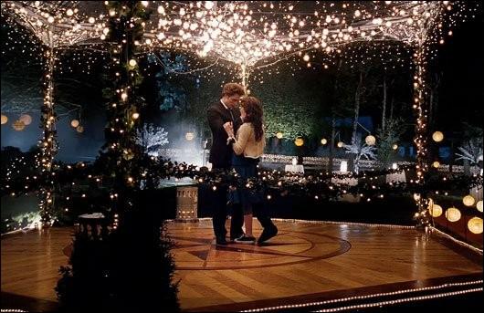Au bal de fin, d'année (tome 1) qui danse avec Bella ?
