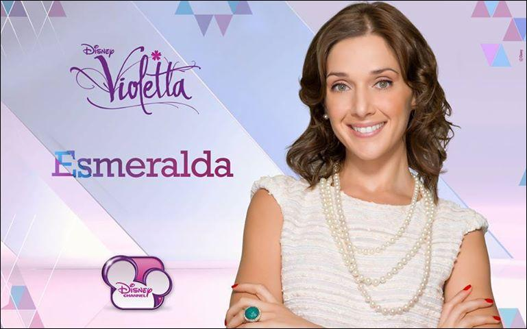 Par qui Esmeralda a-t-elle été engagée ?