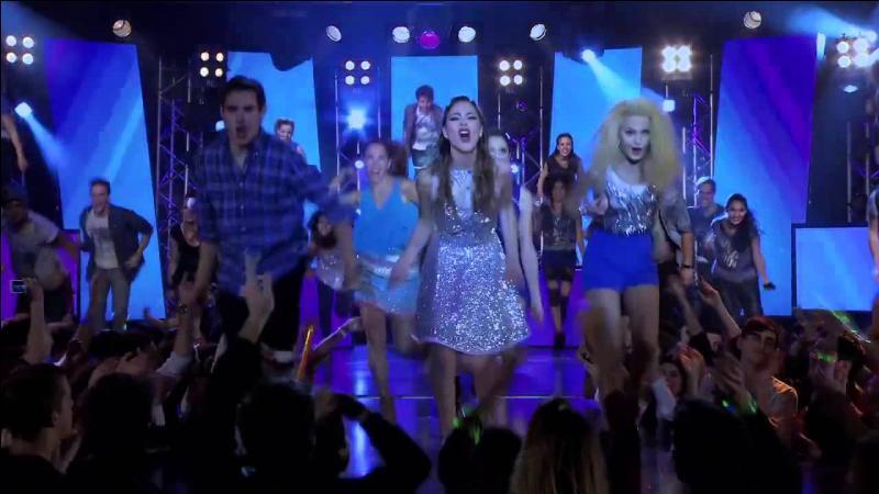 C'est sur cette chanson que se termine la saison 2, Violetta nous fait un clin d'œil comme dans la première saison :