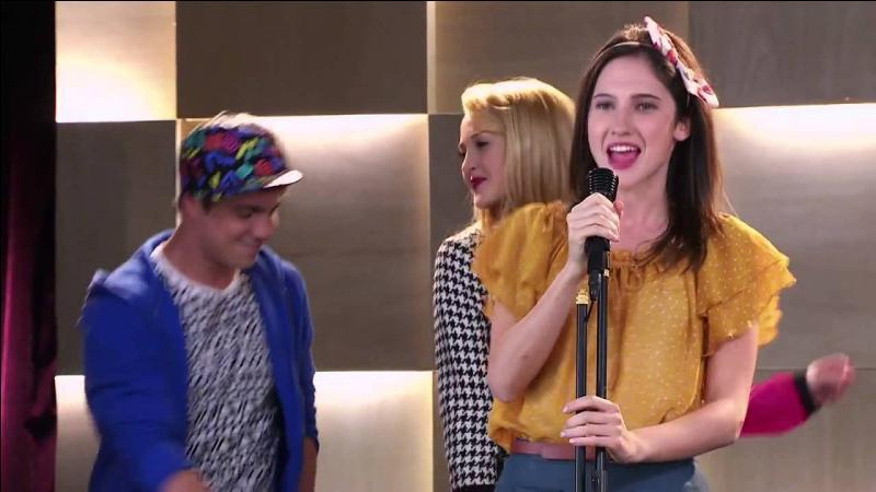 Elle est chantée par Francesca, Ludmila, Camila et Maxi et ne dure que 1min30 :
