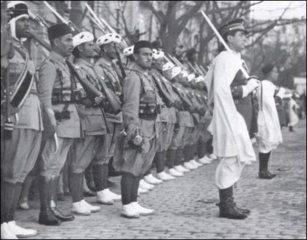 Quels camps s'opposaient-ils durant la guerre d'Espagne qui divisa le pays de 1936 à 1939 ?