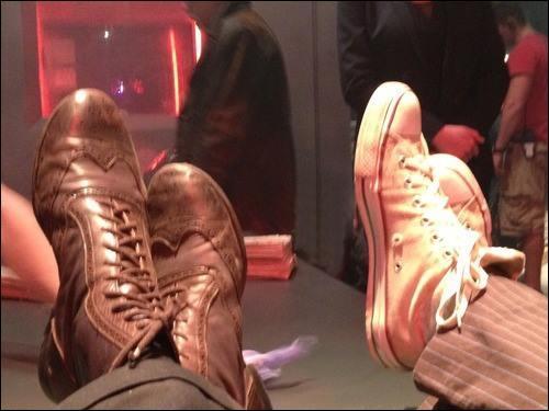 A qui appartiennent ces paires de chaussures ?