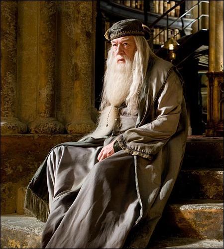 Quelle mesure prend alors Dumbledore ?