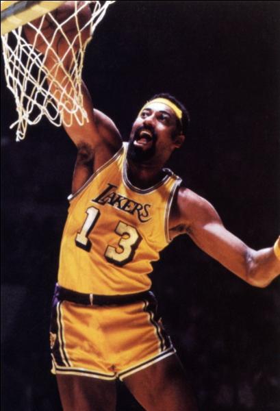 Qui était le plus grand rival de Wilt Chamberlain, ici en photo, et considéré comme le meilleur pivot NBA de tous les temps ?