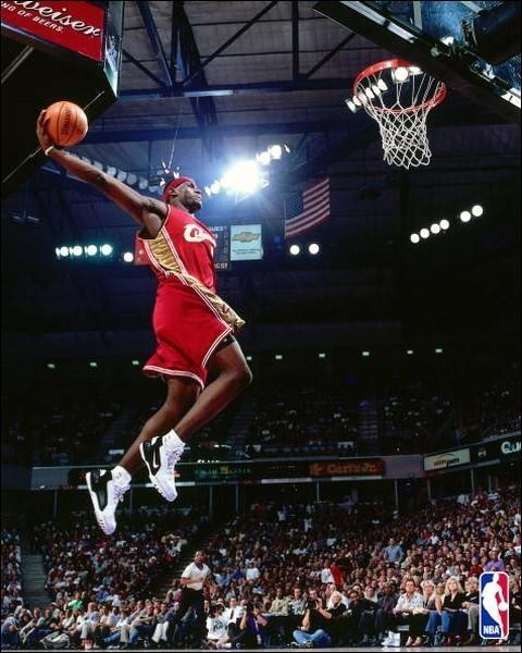 Quelles sont les deux seules équipes NBA qui ont eu l'honneur d'accueillir dans leurs joueurs, LeBron James ?