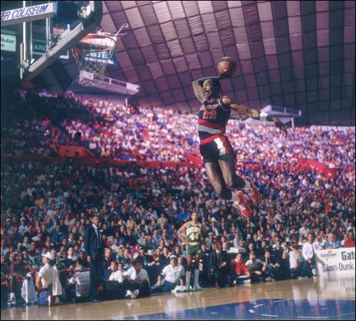 Comment est surnommé Clyde Drexler (Dream Team 1992), l'un des dunkeurs les plus fabuleux de tous les temps ?