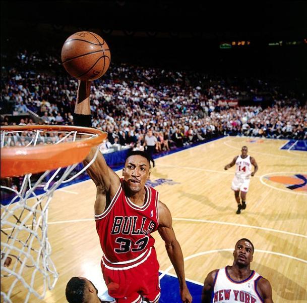 Qui fut le plus fidèle équipier de M. Jordan chez les Bulls de Chicago ?