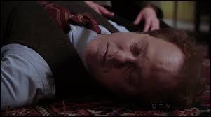 Qui essaie de faire accuser Régina du meurtre d'Archie sous les yeux de son chien ?