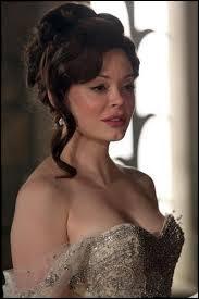 Dans  La Fille du meunier   nous pouvons remarquer la présence exceptionnelle de Rose McGowan... Mais quel rôle interprète-t-elle ?