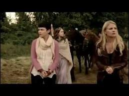 Dans  Prisonniers , quand Emma et Mary Margaret sont arrivées dans le monde des contes de fées elles se font capturer par la princesse Aurore. Elles sont envoyées dans une cellule... mais avec qui la partagent-elles ?
