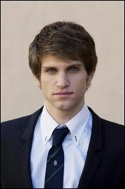 Comment s'appelle le petit ami de Spencer ?